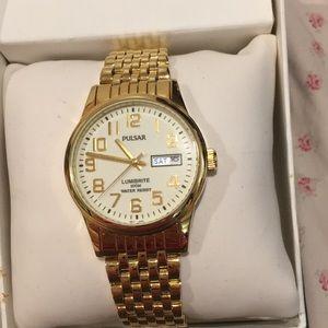 Men's Pulsar watch NEW, never been worn!
